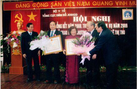 Thứ trưởng Bộ Y Tế NGUYỄN THIỆN TRƯỞNG được trao tặng huân chương độc lập