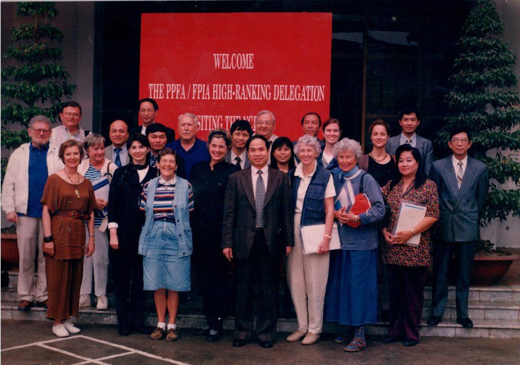 Liên hiệp gia đình Hoa Kỳ thăm Bộ Y Tế Việt Nam năm 2006