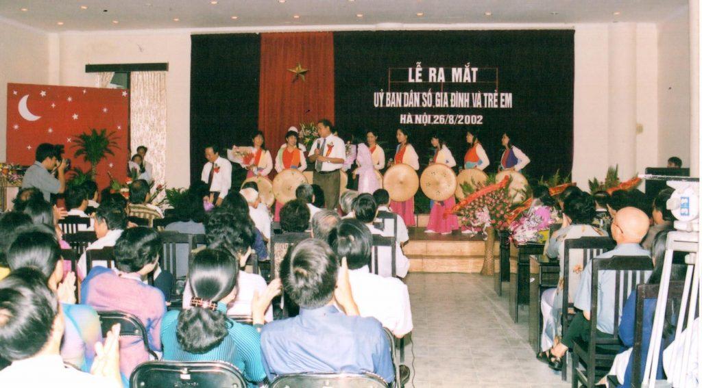 Lễ ra mắt ủy ban dân số, gia đình và trẻ em Việt Nam diễn ra vào ngày 26 tháng 8 năm 2002 tại Hà Nội