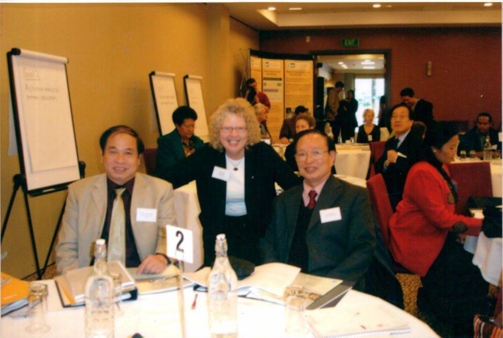 Bộ trưởng Phạm Song, thứ trưởng Nguyễn Thiện Trưởng trên bàn hội nghị tại New Zealand