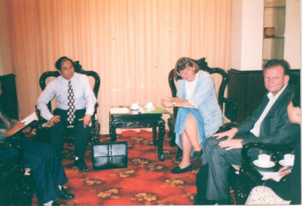 Thứ Trưởng bộ y tế Nguyễn Thiện Trưởng đang đối thoại cùng với bộ trưởng Bộ Y Tế New Zealand