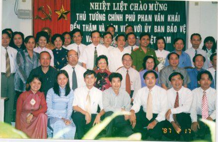 Thủ tướng Phan Văn Khải đến thăm và làm việc với Ủy ban bảo vệ và phát triển trẻ em Việt Nam