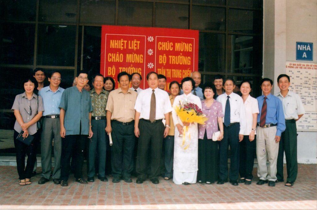 Cán bộ Bộ Y Tế nhiệt liệt chào mừng Bộ Trưởng Trần Thị Trung Chiến đắc cử nhiệm kỳ mới