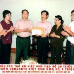 Ủng hộ nhân dân vùng bão số 7 năm 2005 tại huyện Hải Hậu, Nam Định